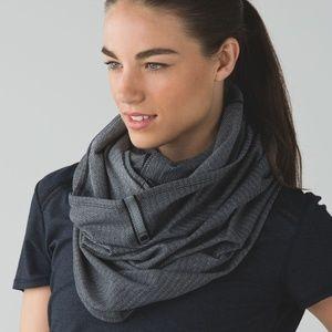 lululemon- Vinyassa scarf- Herringbone